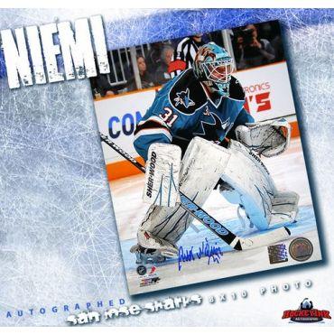 Antti Niemi San Jose Sharks Autographed 8 x 10 Photo