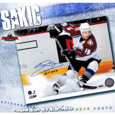 Joe Sakic Colorada Avalanche Autographed 8 x 10 Photo