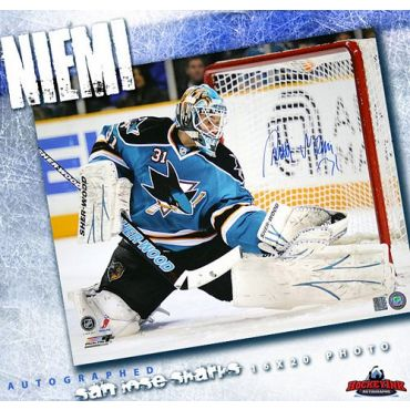 Antti Niemi San Jose Sharks Autographed 16 x 20 Photo