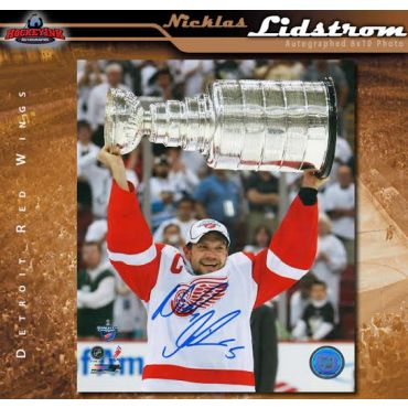 Nicklas Lidstrom Autographed Detroit Red Wings 8 x 10 Photo with Cup