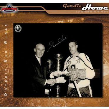 Gordie Howe  Autographed Detroit Red Wings 8 x 10 Photo