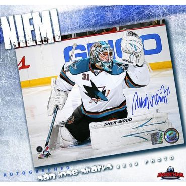 Antti Niemi San Jose Sharks Autographed 8 x 10 Photo