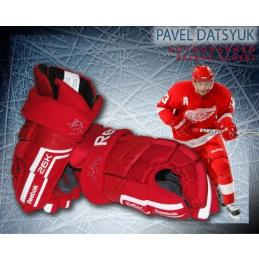 Pavel Datsyuk Autographed Detroit Red Wings Style Reebok Gloves